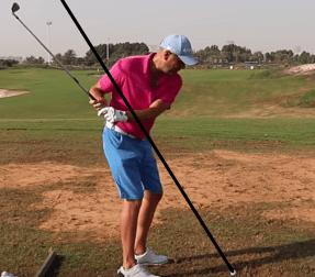 Dere Golfer holt zu flach aus